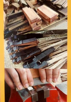 Eventail en bois et dentelle Rouge taille 23 x 42 cm